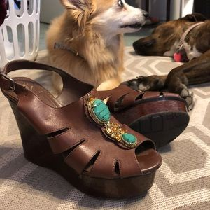 BcBG Generation brown wedge heel